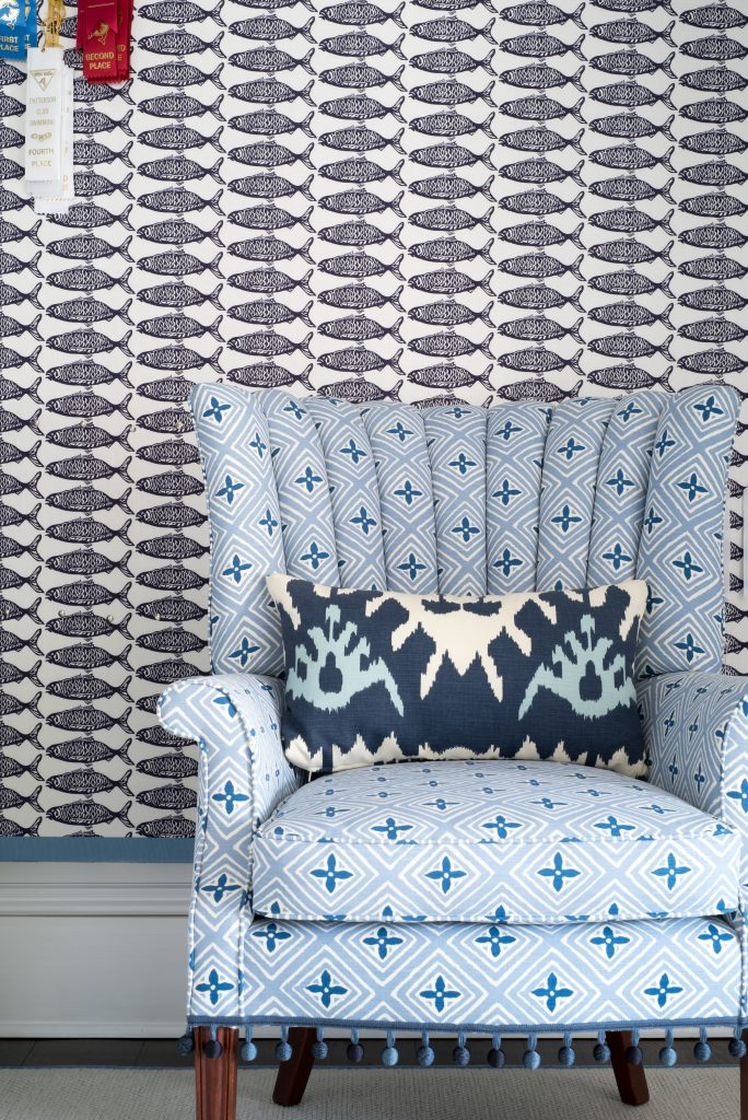 fish wallpaper:chair finished